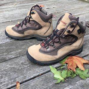 Columbia hiking boots NWOT